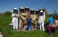 Žiaci 4.A triedy boli sa pozrieť v našej školskej Včelnici. Chceli vidieť naživo ako to v takom ozajstnom úli plnom […]