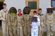 Opäť asi po necelom roku zavítali mladí včelári z našej školy v rámci Včelárskeho krúžku do Včelnice Mgr. Davida Turčániho, […]