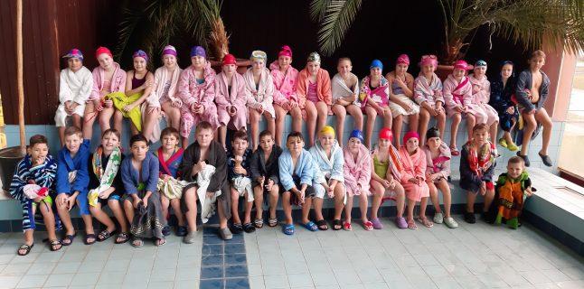 """V dňoch od 9. do 13. decembra 2019 sa žiaci tretieho ročníka """"Novej školy"""" zúčastnili základného plaveckého výcviku v plavárni […]"""